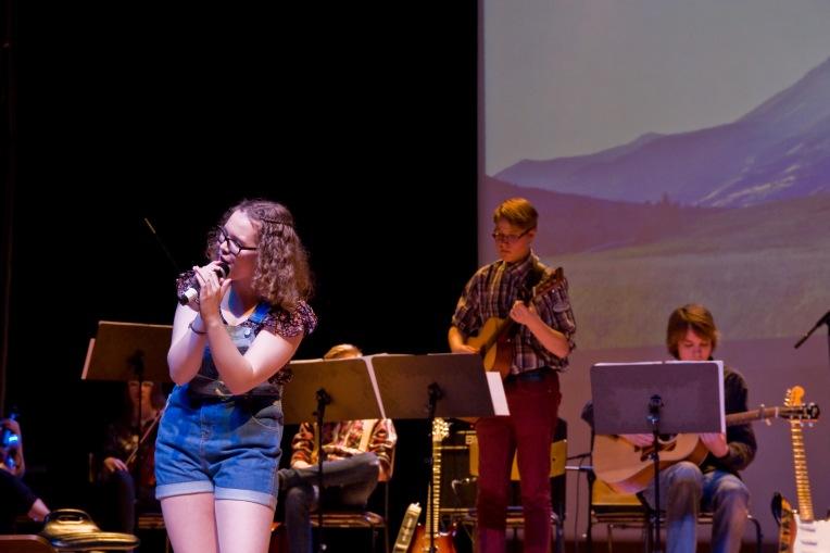 Sanni & konsertin nimikappale Tennessee Waltz.