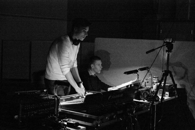 Ilman tekniikan poikia Anttia ja Juhoa konsertit saattaisivat olla näin valjuja ja värittömiä.
