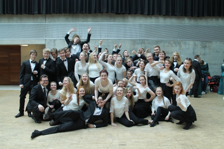 The official portrait of the Sibelius Upper Secondary School Chamber Choir by Silvia Hosseini.