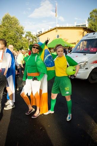 ...ja Tarja Aro vihreissään brasiliaa.